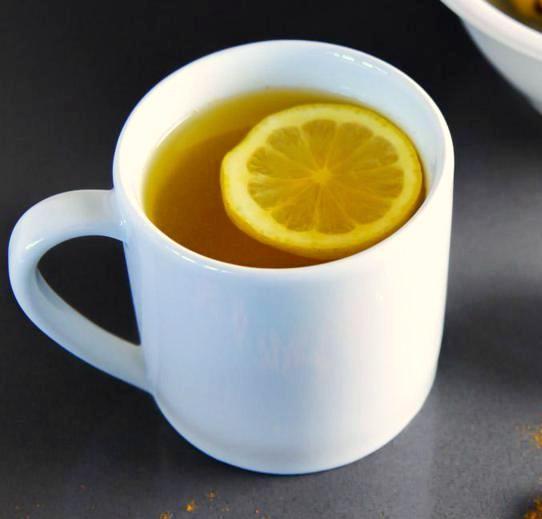 acqua-calda-limone-e-curcuma
